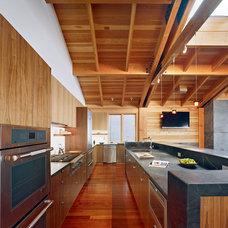 Contemporary Kitchen by jones | haydu