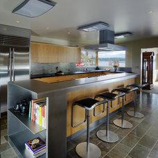Midcentury Kitchen by Coop 15 Architecture