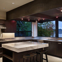 modern kitchen by BAAN design