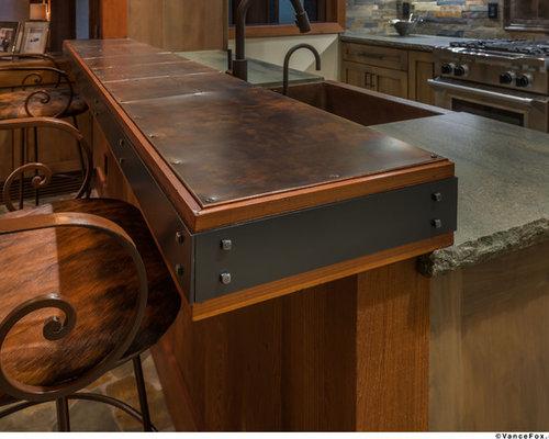 cuisine avec un plan de travail en cuivre et un sol en. Black Bedroom Furniture Sets. Home Design Ideas