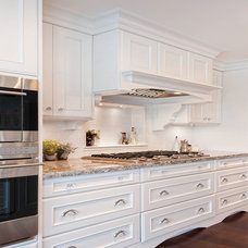 Traditional Kitchen by Brown & Brown Design and Contracting Ltd.