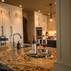 Traditional Kitchen by Cheryl Pett Design Ltd.