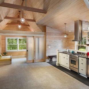 Inspiration för ett stort funkis kök med öppen planlösning, med en undermonterad diskho, skåp i shakerstil, vita skåp, bänkskiva i koppar, vitt stänkskydd, stänkskydd i tunnelbanekakel, rostfria vitvaror och heltäckningsmatta