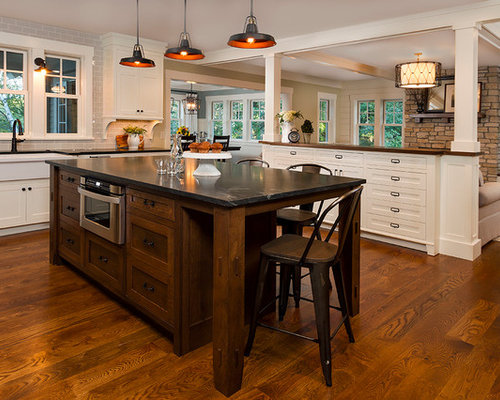 Best traditional kitchen with a farmhouse sink design for Kitchen design houzz