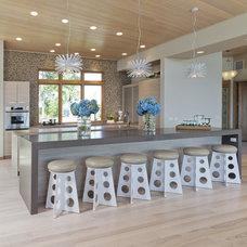 Modern Kitchen by Lucy Interior Design