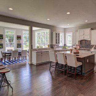 Craftsman kitchen appliance - Arts and crafts kitchen photo in DC Metro