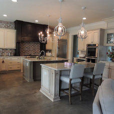 Traditional Kitchen by MIKE WHITTINGTON/KITCHEN AND BATH DESIGNER