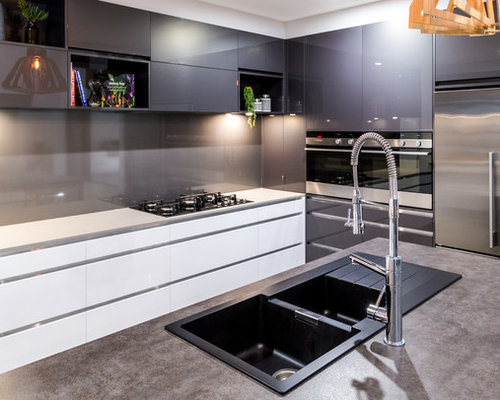 This is an example of a contemporary kitchen in cairns