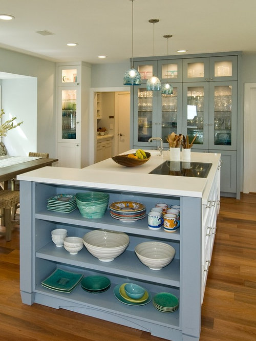 Tropical kitchen pantry design ideas renovations photos for Kitchen designs with islands and pantry