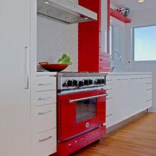 Modern Kitchen by Lansdowne Appliance Gallery