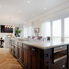 Traditional Kitchen by Laratta Homes Ltd