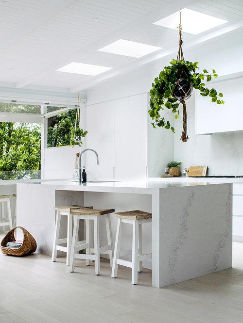 Best Beach Style Kitchen Design Ideas & Remodel Pictures