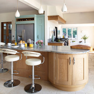 Large Flowing Space Kitchen
