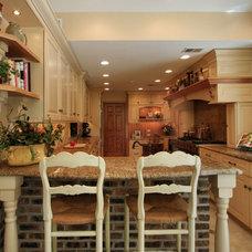 Farmhouse Kitchen by Angie Keyes CKD
