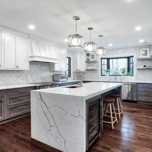 Large U-Shaped Kitchen Perfect for Prepping and Entertaining