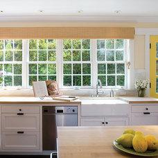 Traditional Kitchen by Thomas Bateman Hood Architecture