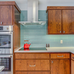 Mid Sized Midcentury Modern Eat In Kitchen Designs Inspiration For A