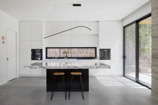 Contemporary Kitchen by Kirsten Johnstone Architecture