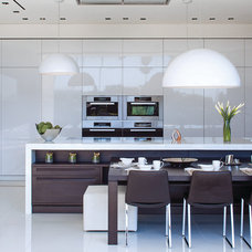 Contemporary Kitchen by Whipple Russell Architects