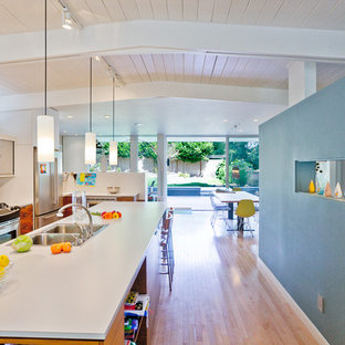Midcentury eat-in kitchen in Seattle with a drop-in sink and multi-coloured splashback.