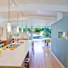 modern kitchen by Daniel Sheehan Photography