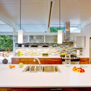 Foto de cocina retro con electrodomésticos de acero inoxidable