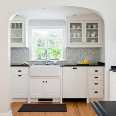 Traditional Kitchen by Model Remodel