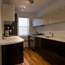 Modern Kitchen by Lauren Held Designs, LLC