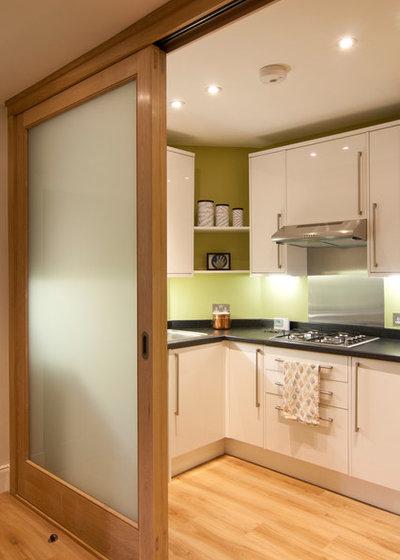 コンテンポラリー キッチン by Somner Macdonald Architects