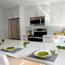Kitchen by Urban Ideas Inc.