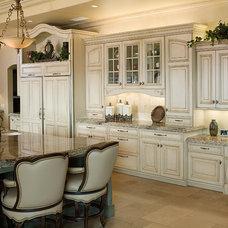 Traditional Kitchen by Studio Stratton Inc