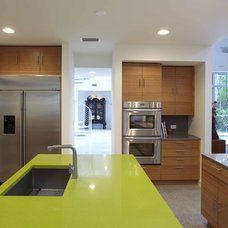 Modern Kitchen by Dasher Hurst Architects PA