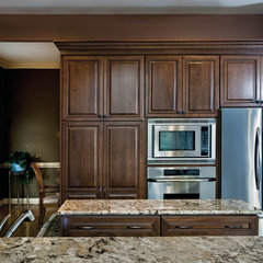 traditional kitchen by Synergy Design & Construction