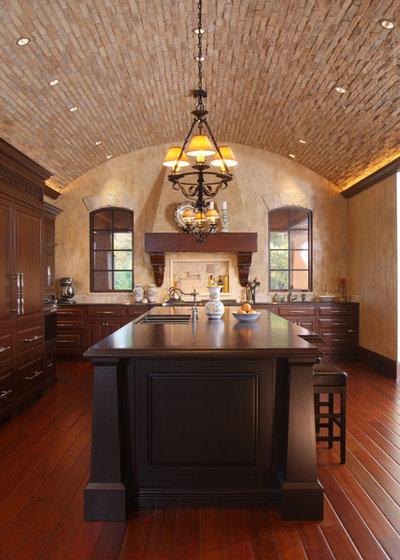 Mediterranean Kitchen by Visbeen Architects