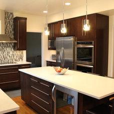 Modern Kitchen by Essence Design Studios