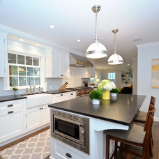 Traditional Kitchen by Staging North Shore