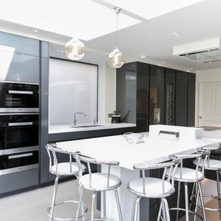 Leicht by Vogue Kitchens - Contemporary Handleless Black and White Kitchen