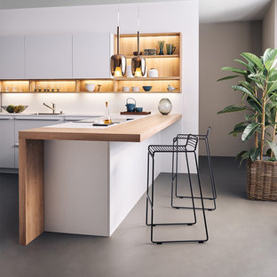 L Shaped Kitchen With A Peninsula
