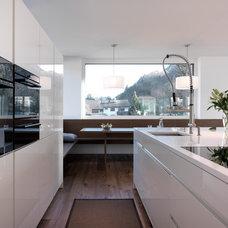 Modern Kitchen by LeichtUSA