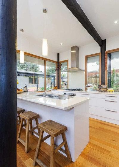 Midcentury Kitchen by DE atelier Architects