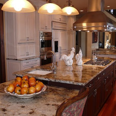 Traditional Kitchen by Leslie Meyers