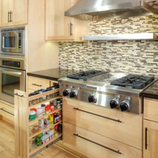 Modern Kitchen by DreamBuilders Home Remodeling