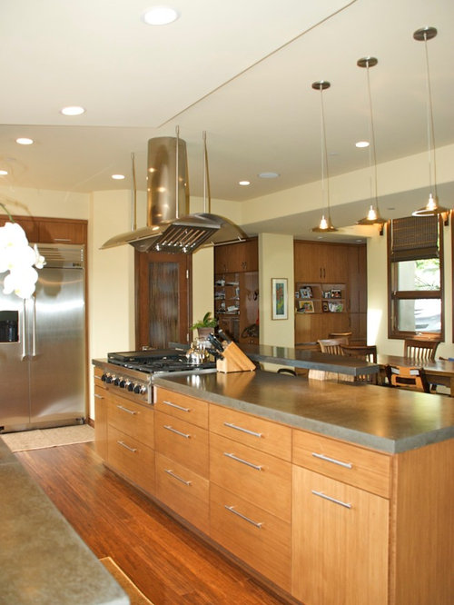 Tropical Kitchen Design Ideas, Renovations & Photos with