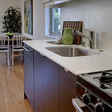 Modern Kitchen by First Lamp