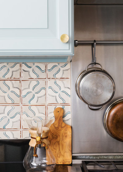 Traditional Kitchen by Twelve Chairs Interiors