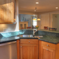 modern kitchen by Dream Kitchens, Nashua NH
