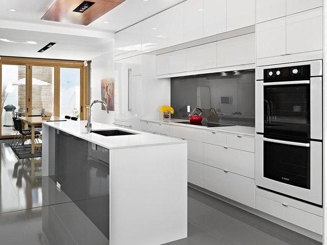 Modern Kitchen by LaCantina Doors