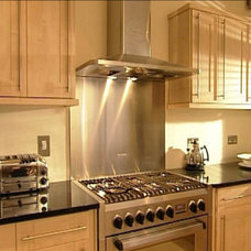 Traditional Kitchen by LG Building & Design Ltd