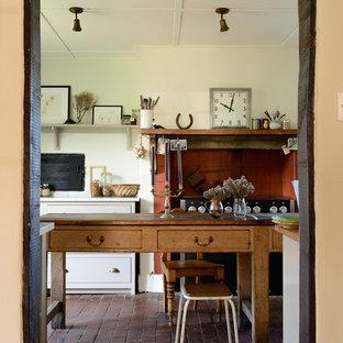 他の地域のカントリー調のキッチンの画像