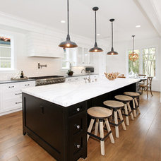 Beach Style Kitchen by Blackband Design